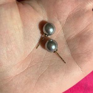 10k Genuine pearl post earrings